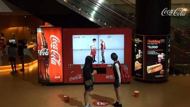 coca-cola-ambient-marketing-distributeur-danse
